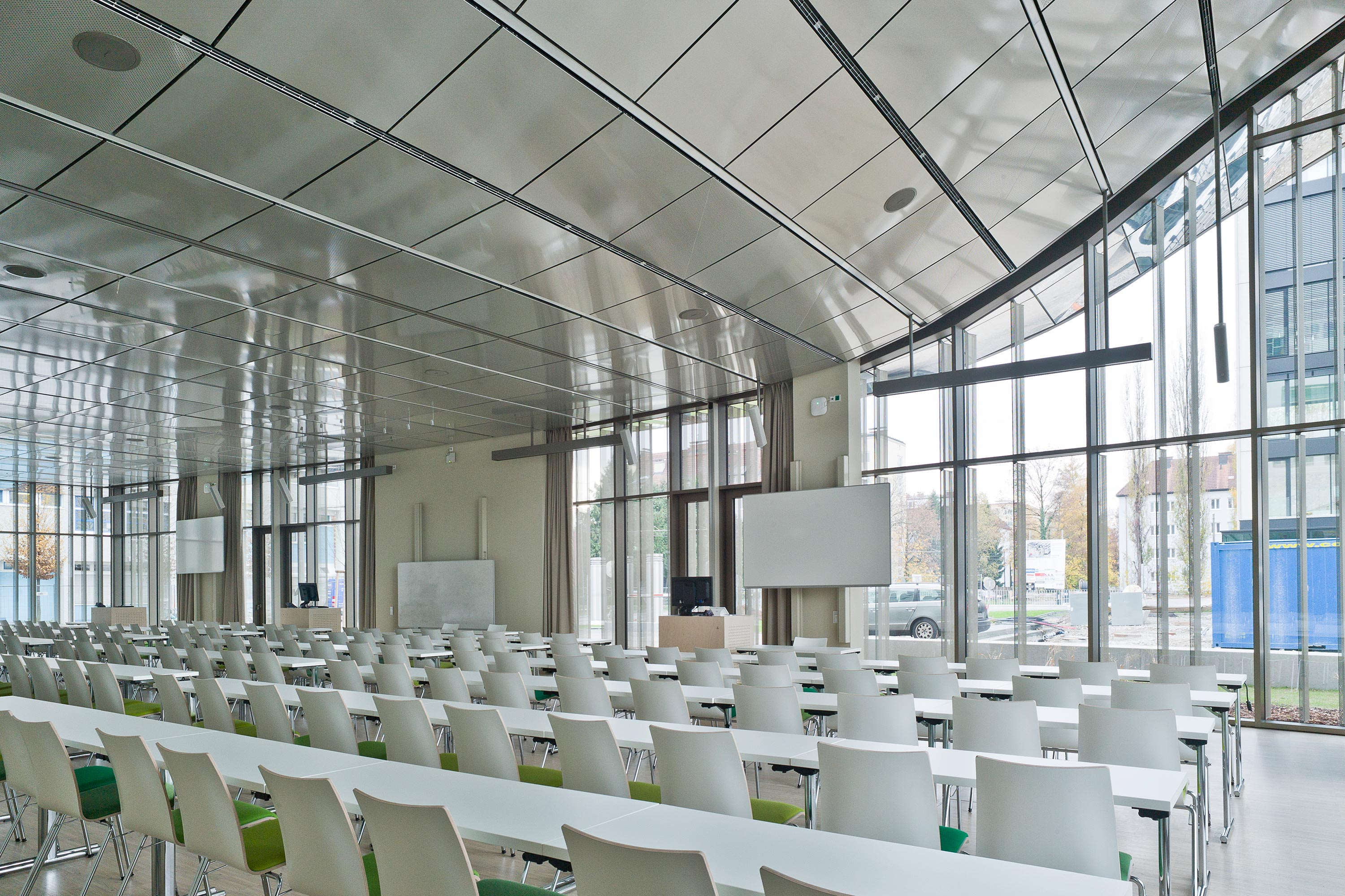 Paracelsus Medical University, lecture room. Photo: Hertha Hurnaus | Berger+Parkkinen Architekten