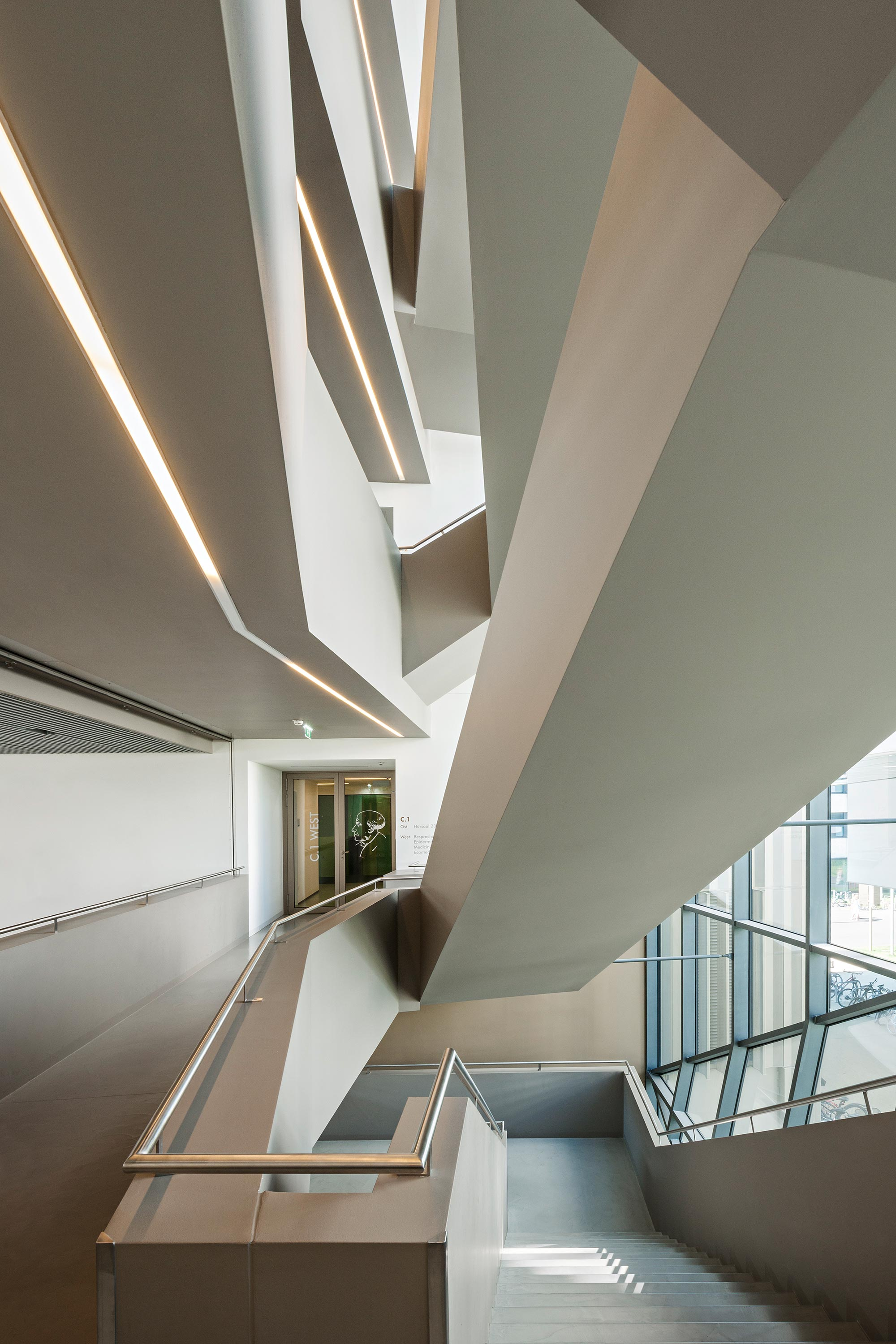 Paracelsus Medical University, stairway. Photo: Hertha Hurnaus | Berger+Parkkinen Architekten