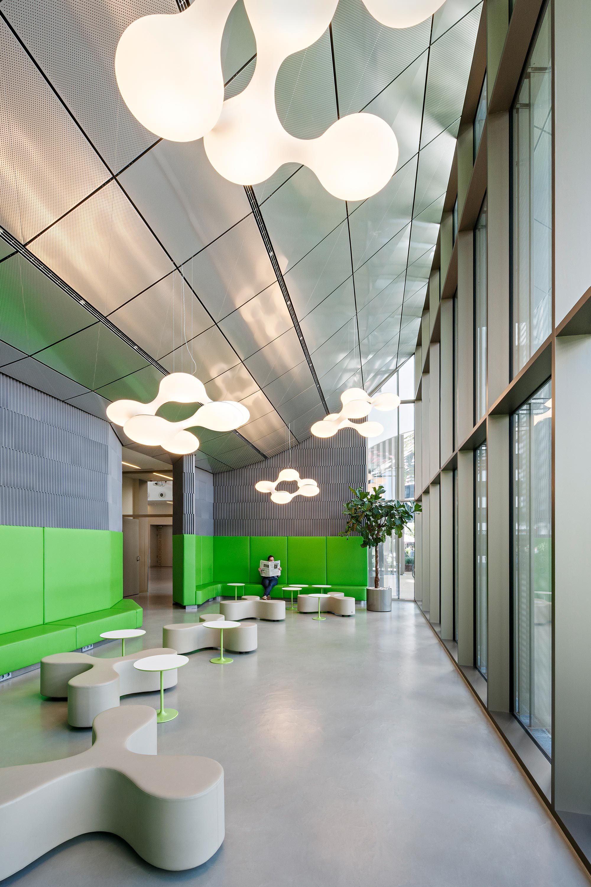 Paracelsus Medical University, Green Corner. Photo: Hertha Hurnaus | Berger+Parkkinen Architekten