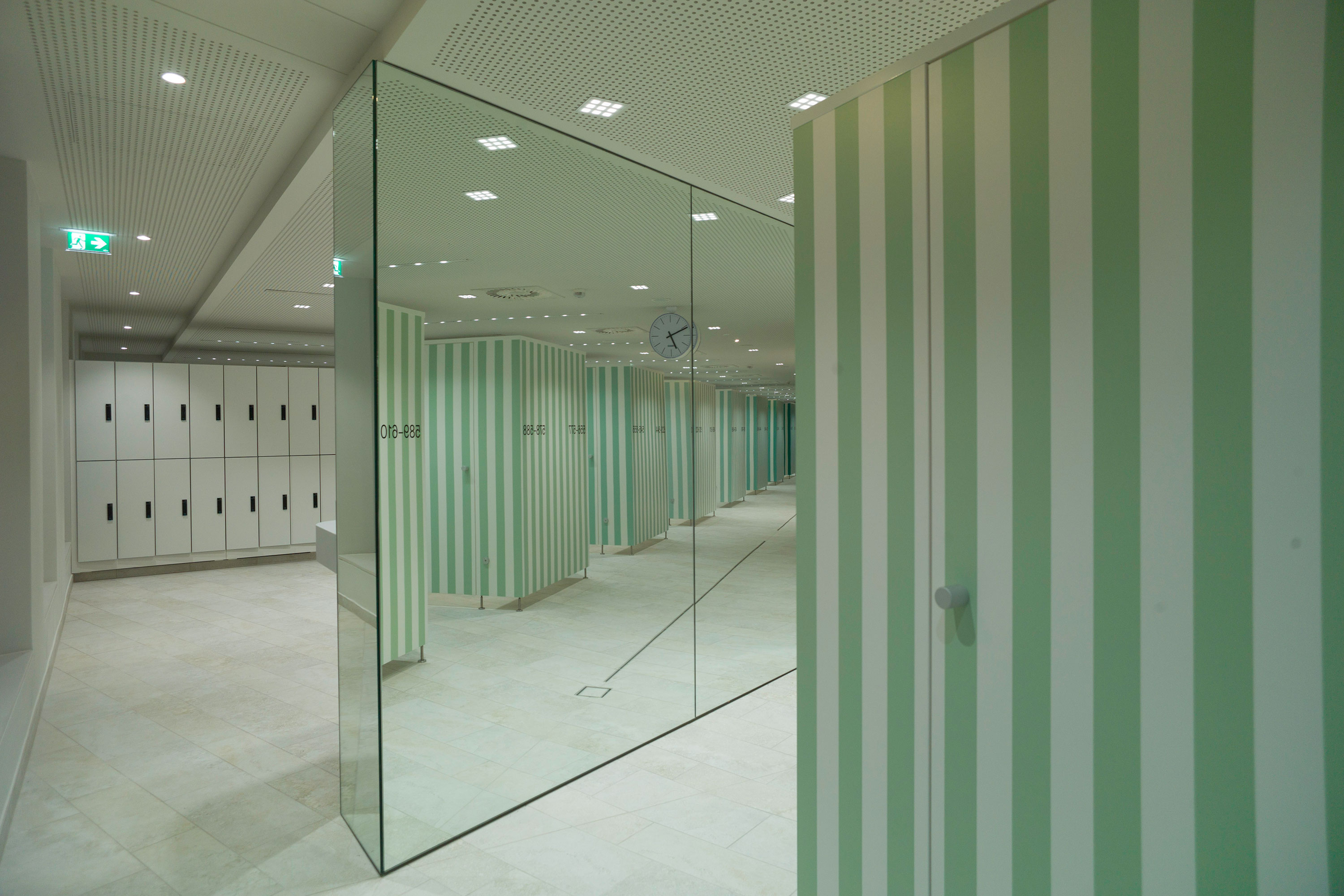 Paracelsus Bad & Kurhaus in Salzburg, changing area. Photo: Berger+Parkkinen Architekten